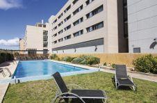 Thumbnail das Schwimmbad und der Erholungsraum in der ISC Spanien Unterkunft