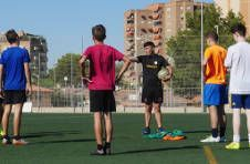 Thumbnail Teilnehmer bereiten sich für das Fußballspiel vor