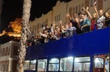 Thumbnail Internationale Teilnehmer bei einer Stadtführung mit Cabrio-bus