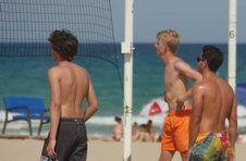 Thumbnail Teilnehmer spielen Volleyball am Strand Alicante
