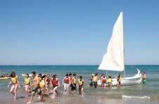 Thumbnail Teilnehmer beim Segeln auf einem Segelboot bei Alicante Sommercamp