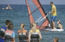Thumbnail monitor teaching Windsurfing techniques